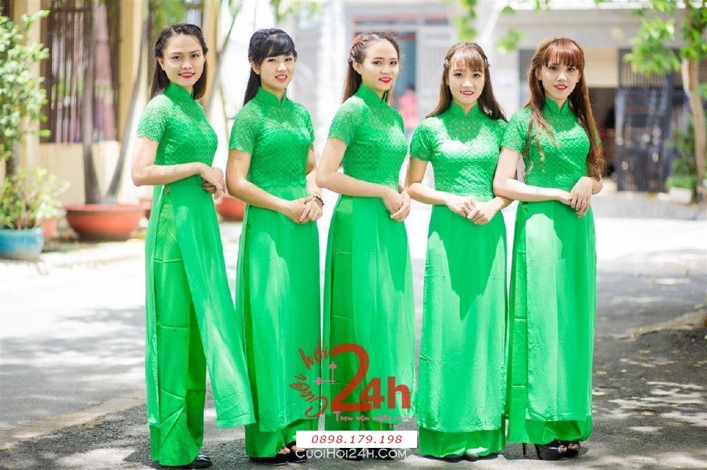 Dịch vụ cưới hỏi 24h trọn vẹn ngày vui chuyên trang trí nhà đám cưới hỏi và nhà hàng tiệc cưới | Cho thuê đội ngũ nhân sự bưng mâm quả nữ trong trang phục áo dài mới đẹp hiện đại (29)