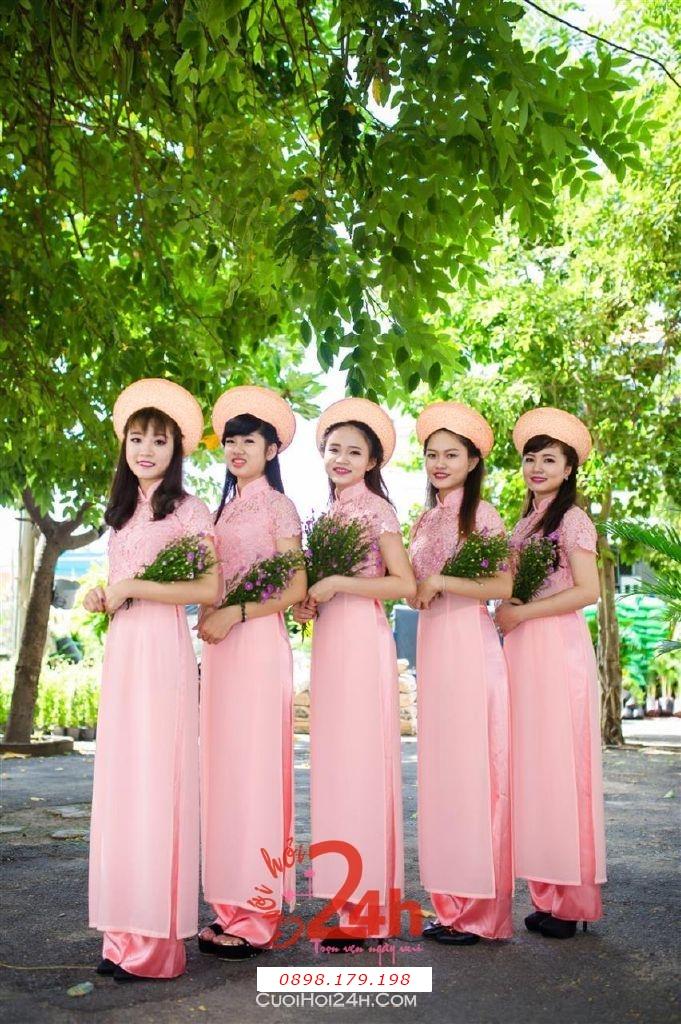 Dịch vụ cưới hỏi 24h trọn vẹn ngày vui chuyên trang trí nhà đám cưới hỏi và nhà hàng tiệc cưới | Cho thuê đội ngũ nhân sự bưng mâm quả nữ trong trang phục áo dài mới đẹp hiện đại (33)