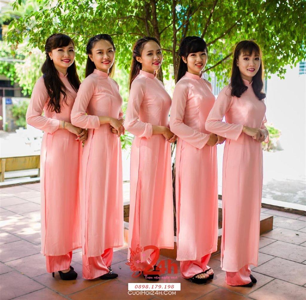 Dịch vụ cưới hỏi 24h trọn vẹn ngày vui chuyên trang trí nhà đám cưới hỏi và nhà hàng tiệc cưới | Cho thuê đội ngũ nhân sự bưng mâm quả nữ trong trang phục áo dài mới đẹp hiện đại (34)