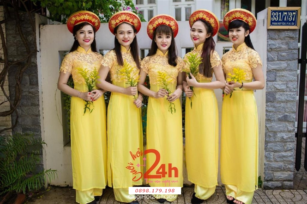 Dịch vụ cưới hỏi 24h trọn vẹn ngày vui chuyên trang trí nhà đám cưới hỏi và nhà hàng tiệc cưới | Cho thuê đội ngũ nhân sự bưng mâm quả nữ trong trang phục áo dài mới đẹp hiện đại (5)