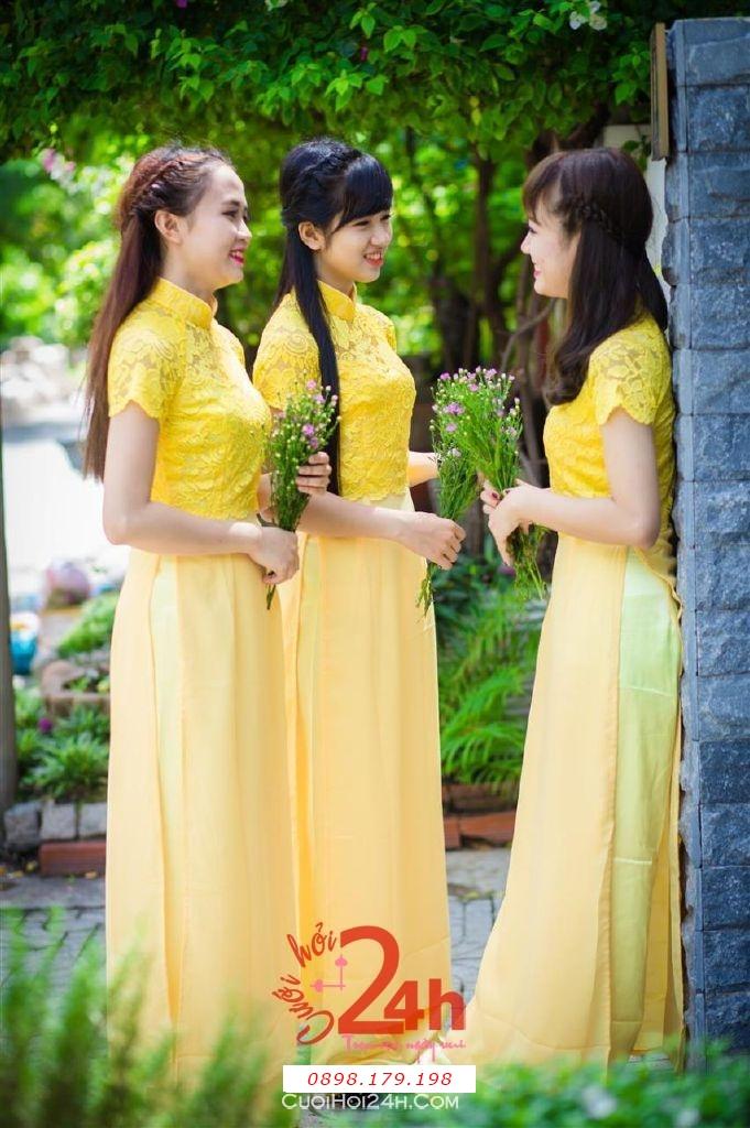 Dịch vụ cưới hỏi 24h trọn vẹn ngày vui chuyên trang trí nhà đám cưới hỏi và nhà hàng tiệc cưới | Cho thuê đội ngũ nhân sự bưng mâm quả nữ trong trang phục áo dài mới đẹp hiện đại (8)