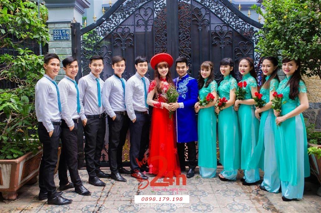Dịch vụ cưới hỏi 24h trọn vẹn ngày vui chuyên trang trí nhà đám cưới hỏi và nhà hàng tiệc cưới | Cho thuê đội ngũ nhân viên bưng mâm quả nam nữ với trang phục áo dài mới đẹp hiện đại (14)