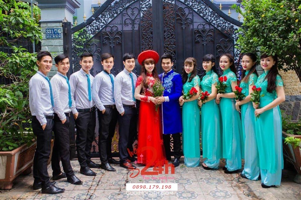 Dịch vụ cưới hỏi 24h trọn vẹn ngày vui chuyên trang trí nhà đám cưới hỏi và nhà hàng tiệc cưới | Cho thuê đội ngũ nhân viên bưng mâm quả nam nữ với trang phục áo dài mới đẹp hiện đại (15)