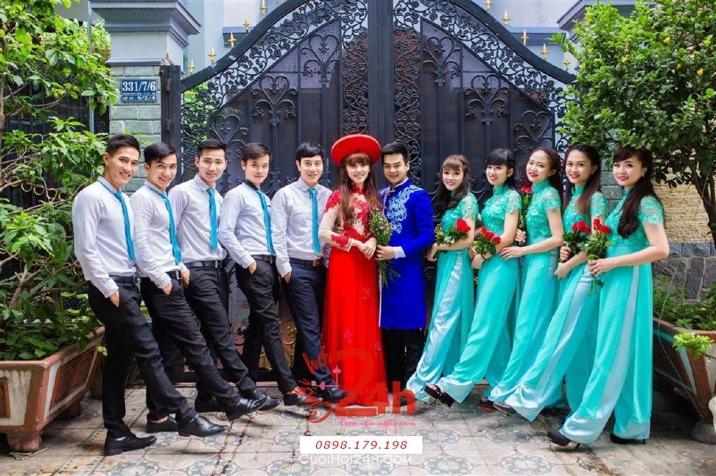 Dịch vụ cưới hỏi 24h trọn vẹn ngày vui chuyên trang trí nhà đám cưới hỏi và nhà hàng tiệc cưới | Cho thuê đội ngũ nhân viên bưng mâm quả nam nữ với trang phục áo dài mới đẹp hiện đại (16)