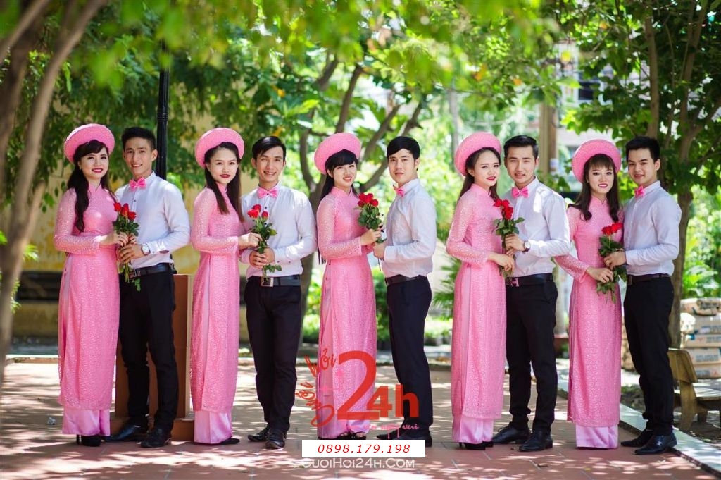 Dịch vụ cưới hỏi 24h trọn vẹn ngày vui chuyên trang trí nhà đám cưới hỏi và nhà hàng tiệc cưới | Cho thuê đội ngũ nhân viên bưng mâm quả nam nữ với trang phục áo dài mới đẹp hiện đại (4)