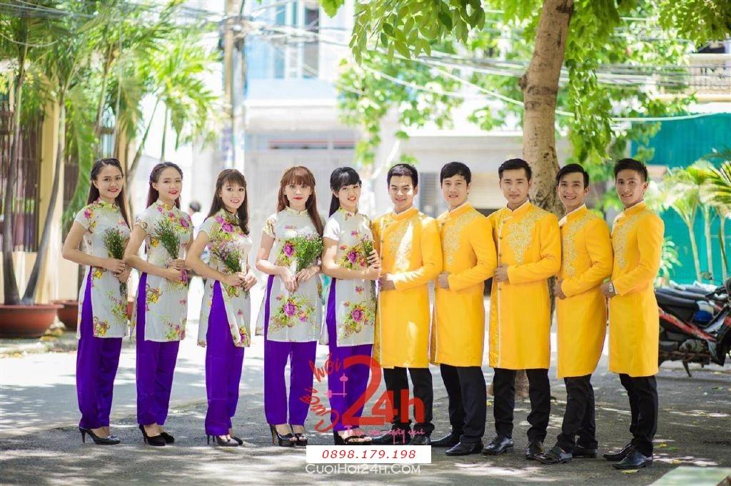 Dịch vụ cưới hỏi 24h trọn vẹn ngày vui chuyên trang trí nhà đám cưới hỏi và nhà hàng tiệc cưới | Cho thuê đội ngũ nhân viên bưng mâm quả nam nữ với trang phục áo dài mới đẹp hiện đại (8)