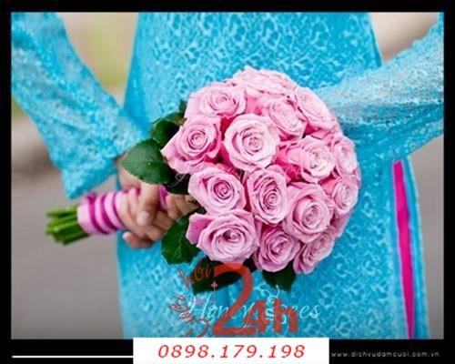 Dịch vụ cưới hỏi 24h trọn vẹn ngày vui chuyên trang trí nhà đám cưới hỏi và nhà hàng tiệc cưới | Hoa cầm tay cô dâu kết từ hoa hồng