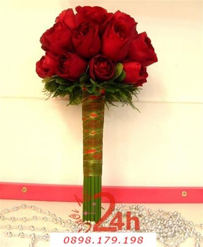 Dịch vụ cưới hỏi 24h trọn vẹn ngày vui chuyên trang trí nhà đám cưới hỏi và nhà hàng tiệc cưới | Hoa cầm tay cô dâu với sắc hồng đỏ