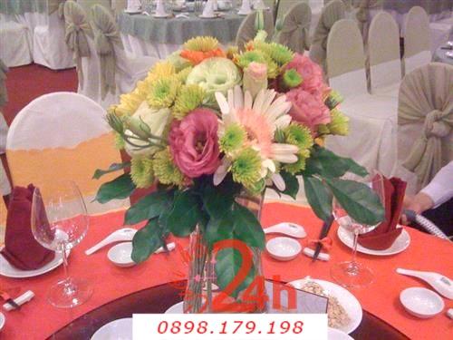 Dịch vụ cưới hỏi 24h trọn vẹn ngày vui chuyên trang trí nhà đám cưới hỏi và nhà hàng tiệc cưới | Hoa để bàn màu nhạt