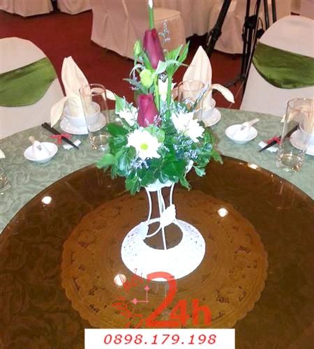 Dịch vụ cưới hỏi 24h trọn vẹn ngày vui chuyên trang trí nhà đám cưới hỏi và nhà hàng tiệc cưới | Hoa để bàn trên trụ trắng
