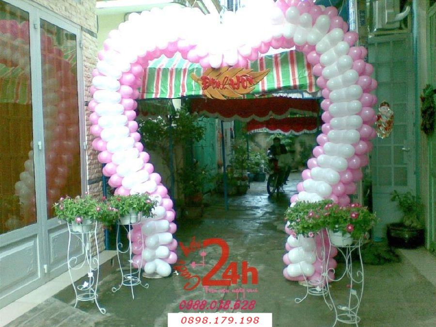 Dịch vụ cưới hỏi 24h trọn vẹn ngày vui chuyên trang trí nhà đám cưới hỏi và nhà hàng tiệc cưới | Cổng cưới bong bóng hình trái tim hai màu trắng hồng