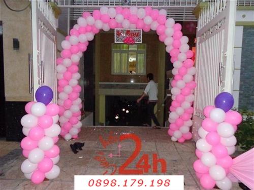 Dịch vụ cưới hỏi 24h trọn vẹn ngày vui chuyên trang trí nhà đám cưới hỏi và nhà hàng tiệc cưới | Cổng cưới bong bóng hình bầu hai màu trắng hồng với hai trụ bong bóng