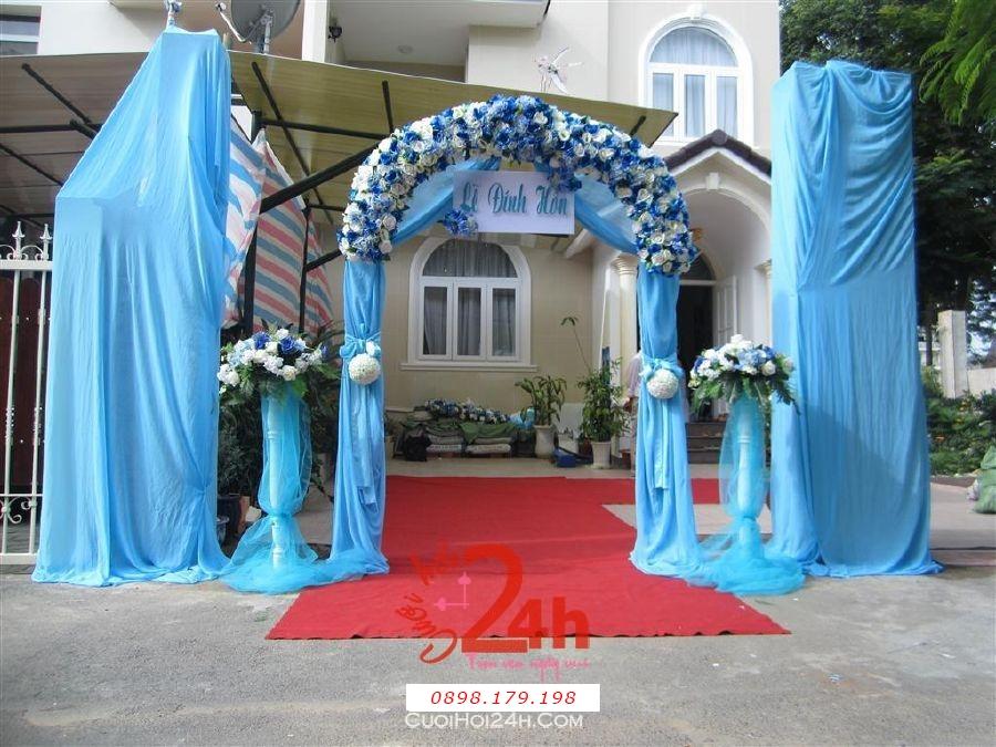 Dịch vụ cưới hỏi 24h trọn vẹn ngày vui chuyên trang trí nhà đám cưới hỏi và nhà hàng tiệc cưới | Cổng hoa vải hình bầu tông xanh biển