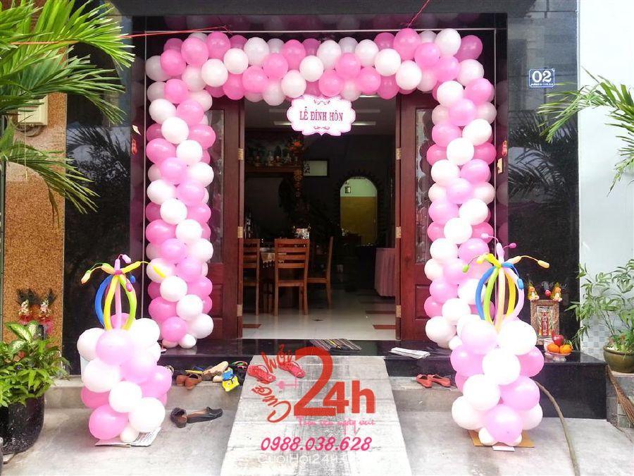 Dịch vụ cưới hỏi 24h trọn vẹn ngày vui chuyên trang trí nhà đám cưới hỏi và nhà hàng tiệc cưới | Cổng cưới bong bóng màu trắng đỏ hình chữ nhật đứng kèm cổng phụ