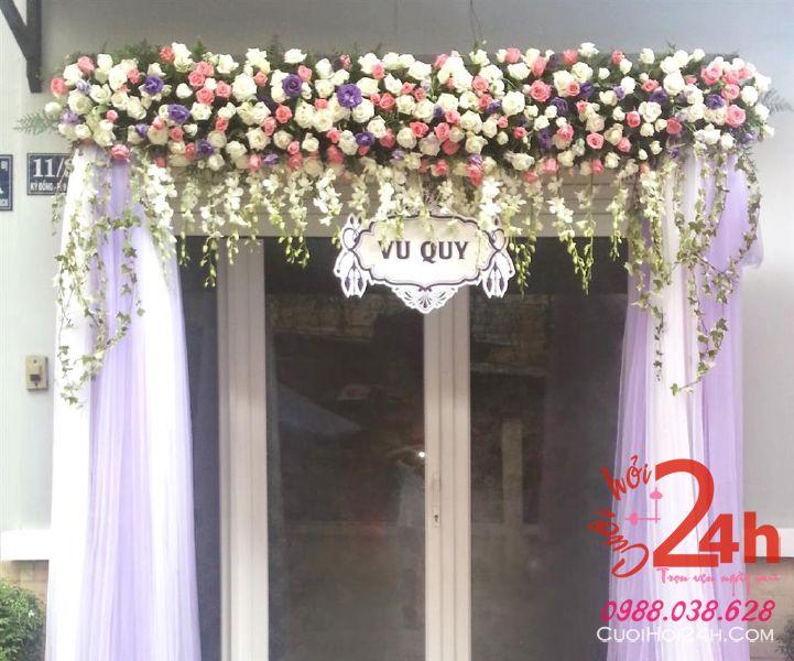 Dịch vụ cưới hỏi 24h trọn vẹn ngày vui chuyên trang trí nhà đám cưới hỏi và nhà hàng tiệc cưới | Cổng cưới hoa tươi tím hồng xinh xinh, dễ thương
