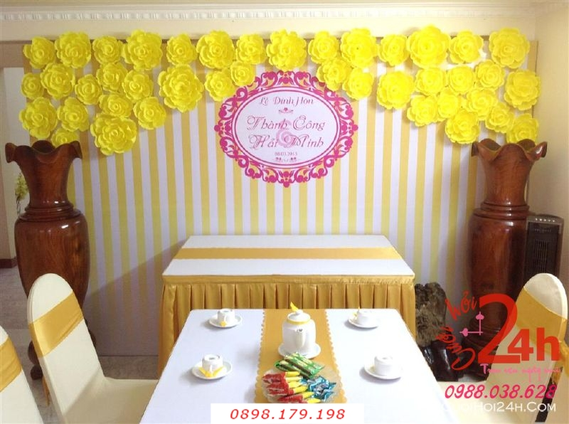 Dịch vụ cưới hỏi 24h trọn vẹn ngày vui chuyên trang trí nhà đám cưới hỏi và nhà hàng tiệc cưới | Trang trí phông ăn hỏi hoa giấy màu vàng ngọt ngào cho lễ đính hôn