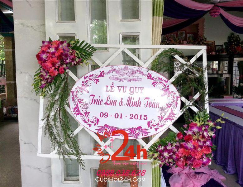 Dịch vụ cưới hỏi 24h trọn vẹn ngày vui chuyên trang trí nhà đám cưới hỏi và nhà hàng tiệc cưới | Trang trí bảng tên lễ vu quy tông tím