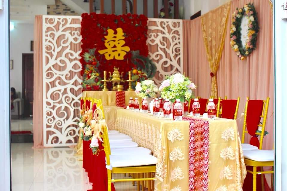 Dịch vụ cưới hỏi 24h trọn vẹn ngày vui chuyên trang trí nhà đám cưới hỏi và nhà hàng tiệc cưới | Trang trí nhà đám cưới tông đỏ sang trọng