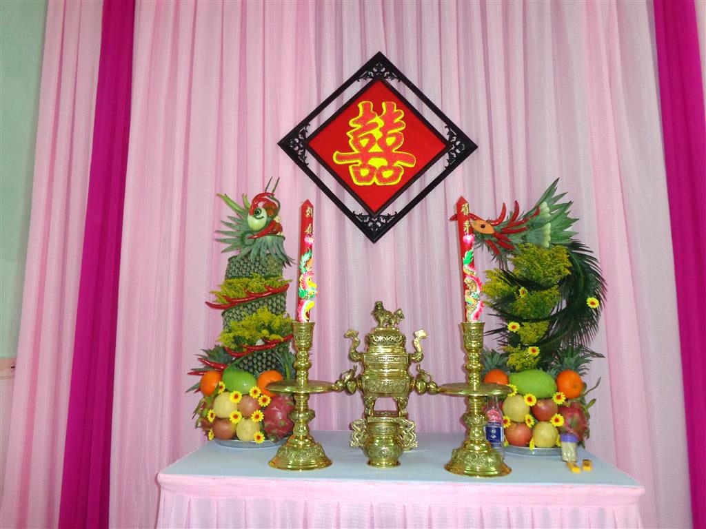 Dịch vụ cưới hỏi 24h trọn vẹn ngày vui chuyên trang trí nhà đám cưới hỏi và nhà hàng tiệc cưới | Trang trí bàn thờ gia tiên nền hồng phấn với ren hồng đậm