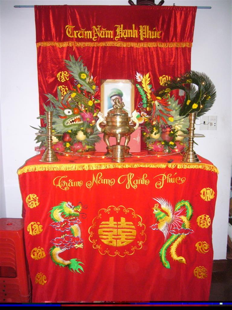 Dịch vụ cưới hỏi 24h trọn vẹn ngày vui chuyên trang trí nhà đám cưới hỏi và nhà hàng tiệc cưới | Trang trí bàn thờ truyền thống tông đỏ vải nhung