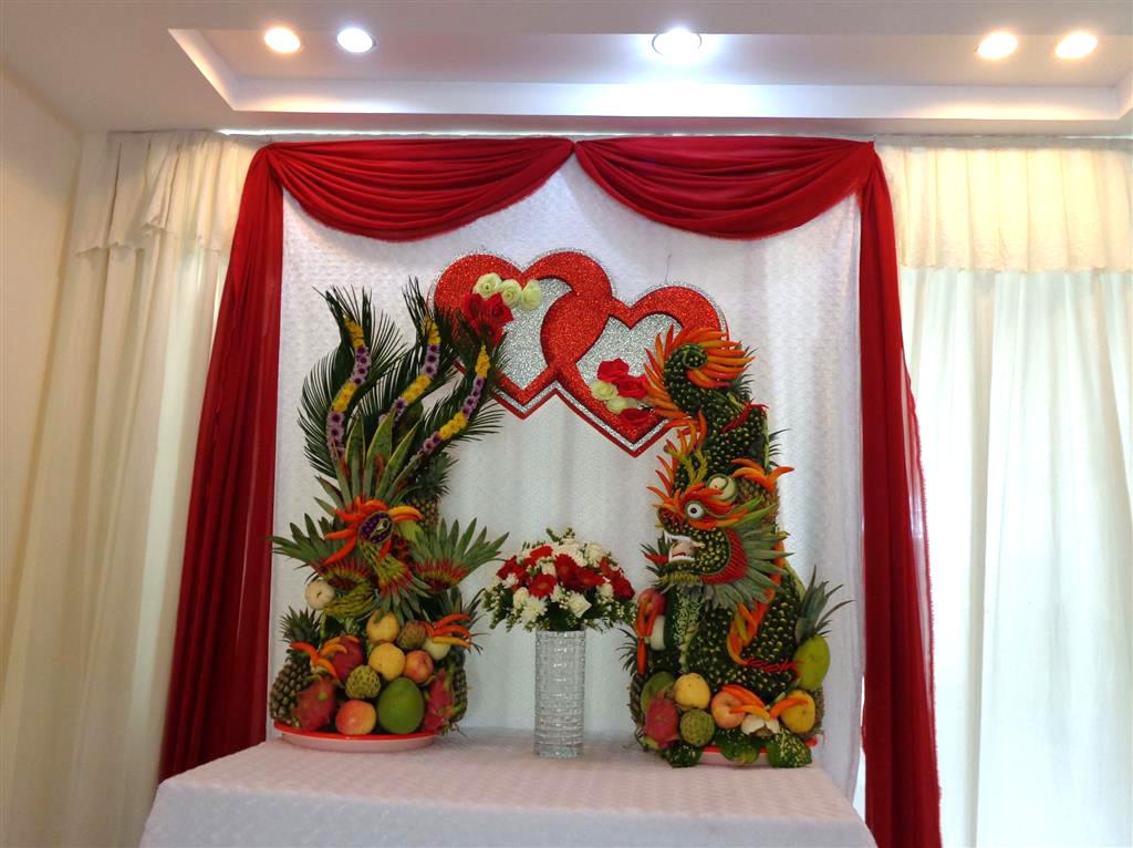 Dịch vụ cưới hỏi 24h trọn vẹn ngày vui chuyên trang trí nhà đám cưới hỏi và nhà hàng tiệc cưới | Trang trí bàn thờ với đôi trái tim