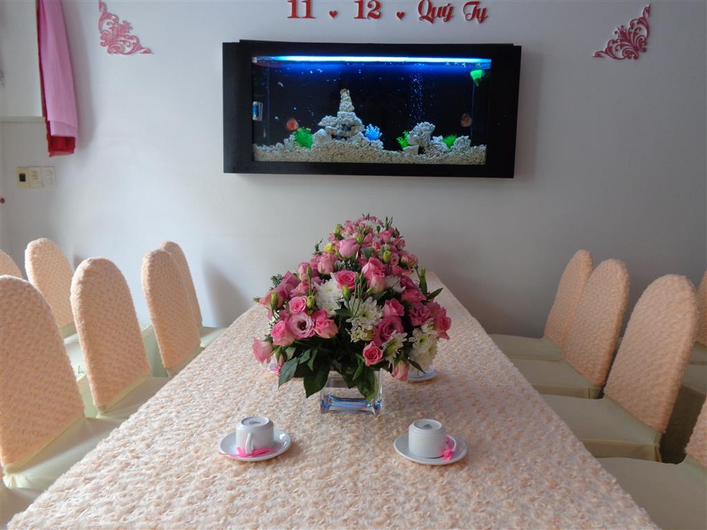 Dịch vụ cưới hỏi 24h trọn vẹn ngày vui chuyên trang trí nhà đám cưới hỏi và nhà hàng tiệc cưới | Trang trí nhà cưới tông kem với vải nhung đẹp