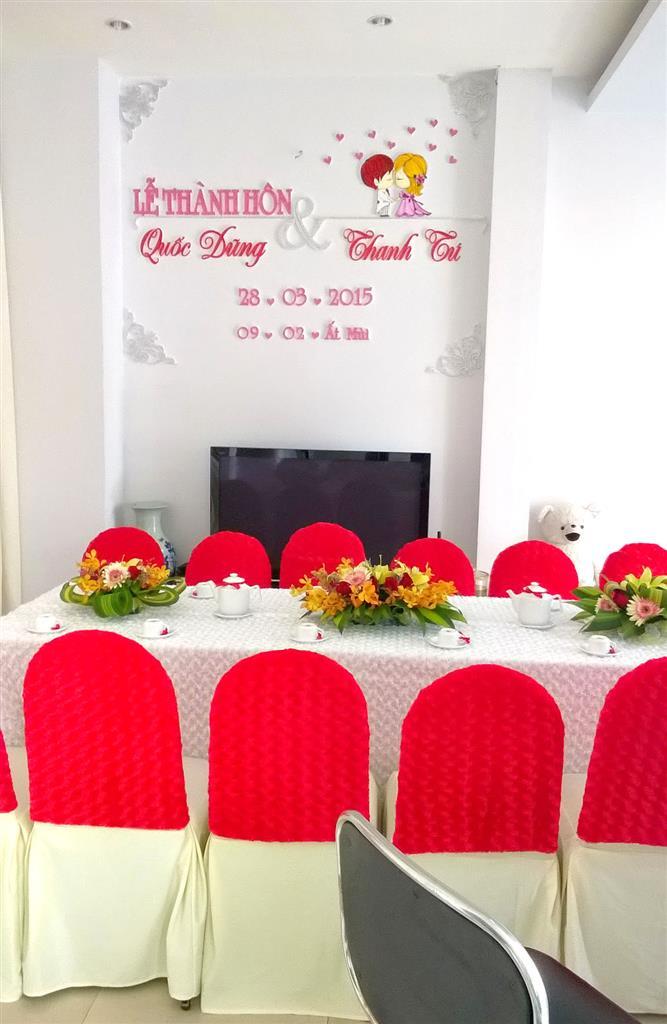 Dịch vụ cưới hỏi 24h trọn vẹn ngày vui chuyên trang trí nhà đám cưới hỏi và nhà hàng tiệc cưới | Trang trí nhà cưới tông màu kem và đỏ