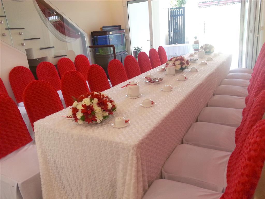 Dịch vụ cưới hỏi 24h trọn vẹn ngày vui chuyên trang trí nhà đám cưới hỏi và nhà hàng tiệc cưới | Bàn ghế dựa cao cấp áo ghế vải nhung đỏ mềm mại