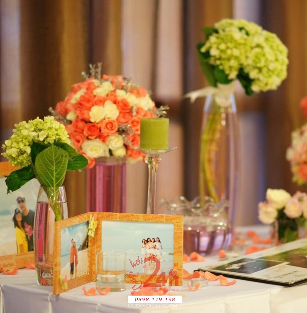 Dịch vụ cưới hỏi 24h trọn vẹn ngày vui chuyên trang trí nhà đám cưới hỏi và nhà hàng tiệc cưới | Bó hoa để bình tông màu ấn tượng
