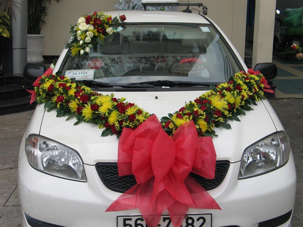 Dịch vụ cưới hỏi 24h trọn vẹn ngày vui chuyên trang trí nhà đám cưới hỏi và nhà hàng tiệc cưới | Cho cưới màu trắng kết hoa đỏ hồng phía trước