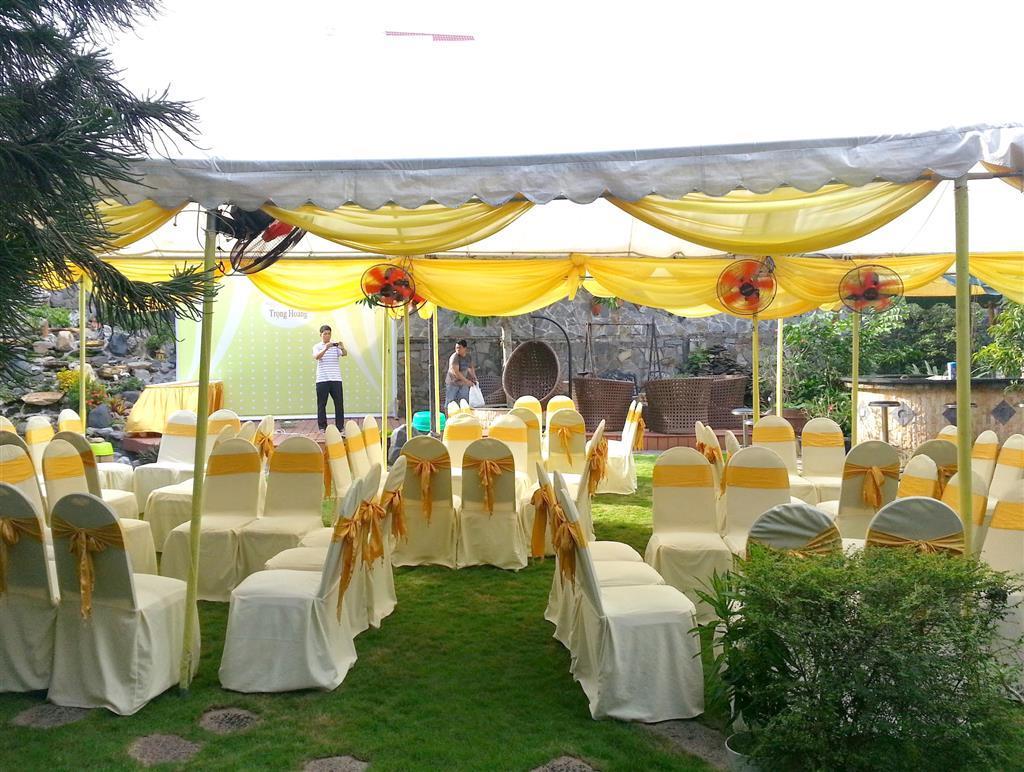 Dịch vụ cưới hỏi 24h trọn vẹn ngày vui chuyên trang trí nhà đám cưới hỏi và nhà hàng tiệc cưới | Cho thuê bàn ghế dựa đãi tiệc cưới sân vườn tông vàng sang trọng