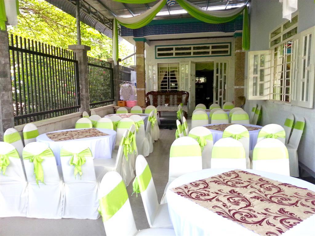 Dịch vụ cưới hỏi 24h trọn vẹn ngày vui chuyên trang trí nhà đám cưới hỏi và nhà hàng tiệc cưới | Cho thuê bàn ghế dựa đãi tiệc cưới tại nhà màu trắng xanh chuối