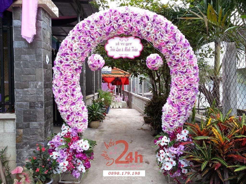 Dịch vụ cưới hỏi 24h trọn vẹn ngày vui chuyên trang trí nhà đám cưới hỏi và nhà hàng tiệc cưới | Cổng cưới hoa vải tông tím hình bầu tròn tuyệt đẹp