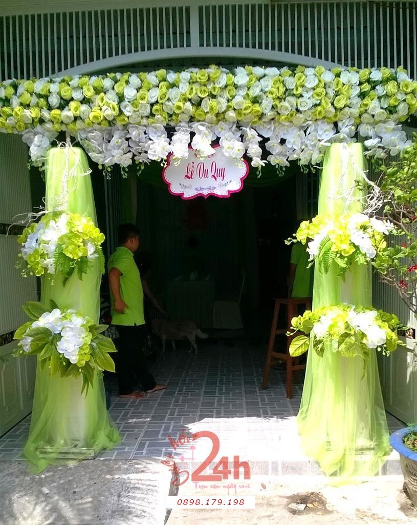 Dịch vụ cưới hỏi 24h trọn vẹn ngày vui chuyên trang trí nhà đám cưới hỏi và nhà hàng tiệc cưới | Cổng cưới hoa vải tông trắng xanh lá tươi đẹp với hồng và lan hồ điệp