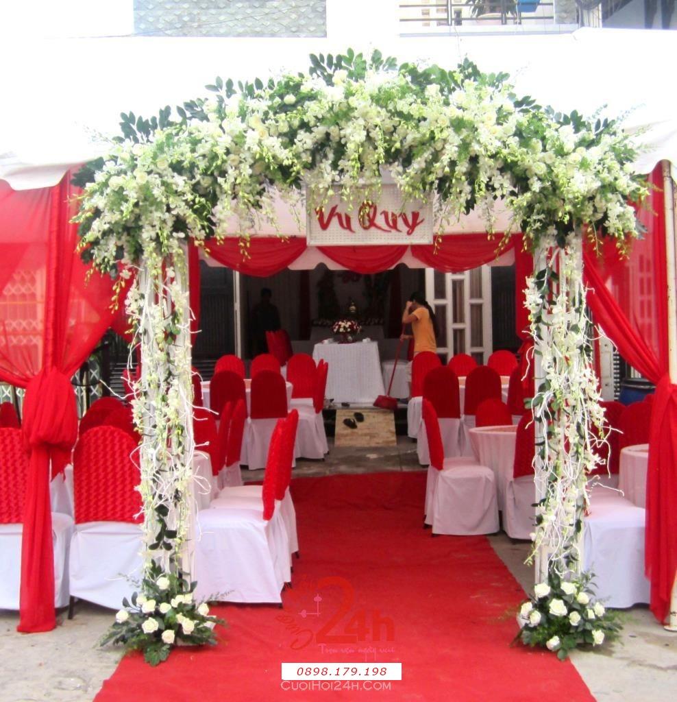 Dịch vụ cưới hỏi 24h trọn vẹn ngày vui chuyên trang trí nhà đám cưới hỏi và nhà hàng tiệc cưới | Cổng hoa mang nét đẹp tinh khôi cùng hoa hồng trắng và phong lan trắng