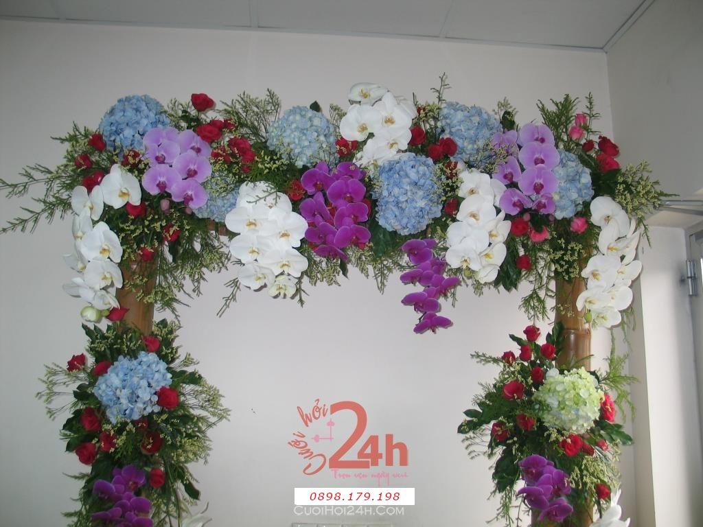 Dịch vụ cưới hỏi 24h trọn vẹn ngày vui chuyên trang trí nhà đám cưới hỏi và nhà hàng tiệc cưới | Cổng hoa tươi hoa phong lan tím và trắng