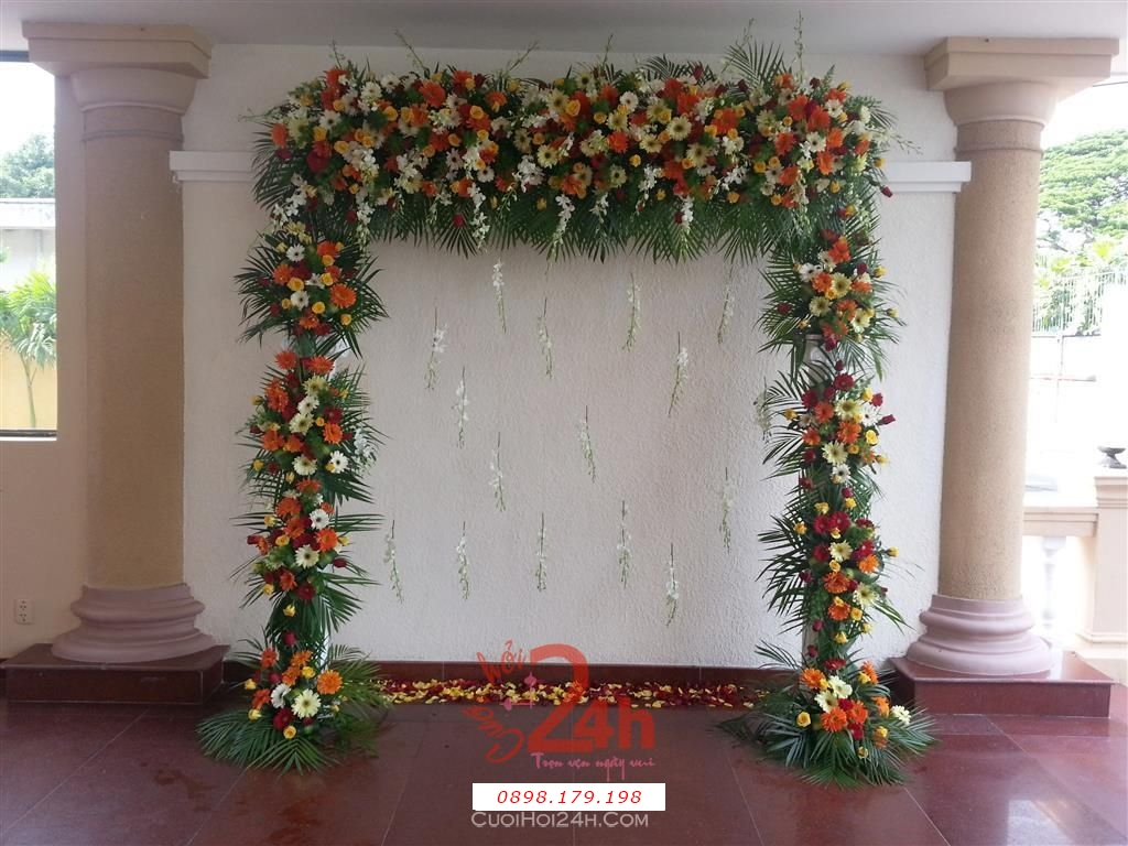 Dịch vụ cưới hỏi 24h trọn vẹn ngày vui chuyên trang trí nhà đám cưới hỏi và nhà hàng tiệc cưới | Cổng hoa tươi trang trí nền trắng