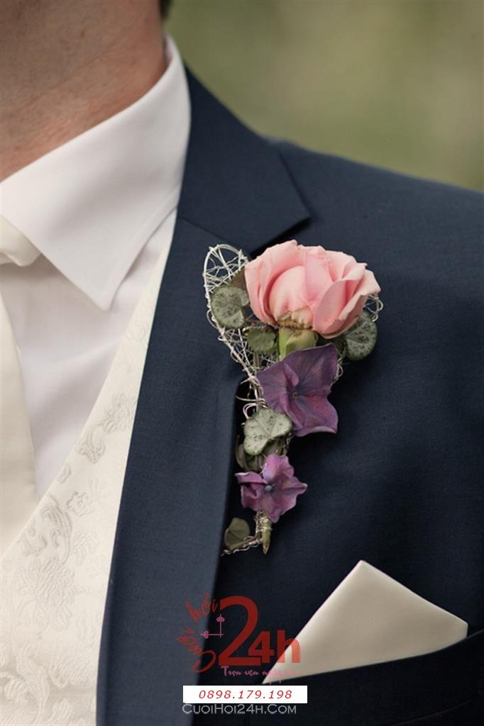 Dịch vụ cưới hỏi 24h trọn vẹn ngày vui chuyên trang trí nhà đám cưới hỏi và nhà hàng tiệc cưới | Hoa cài áo với hoa hồng nhạt