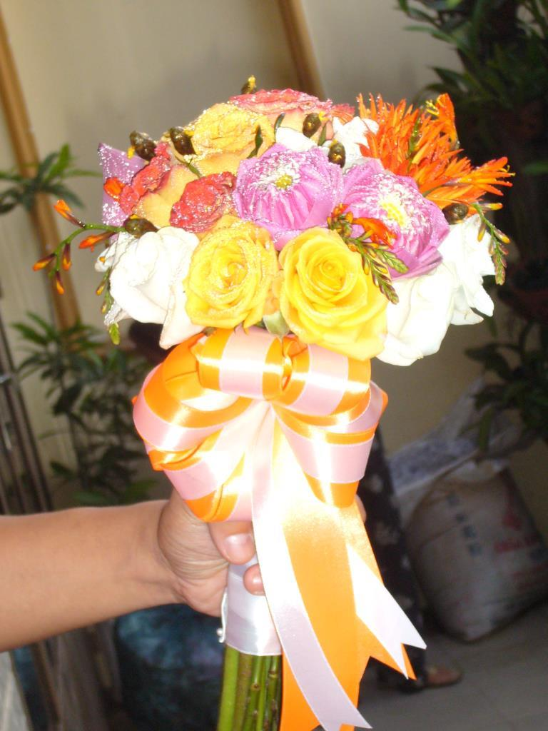 Dịch vụ cưới hỏi 24h trọn vẹn ngày vui chuyên trang trí nhà đám cưới hỏi và nhà hàng tiệc cưới | Hoa cầm tay cô dâu tông màu vàng 2