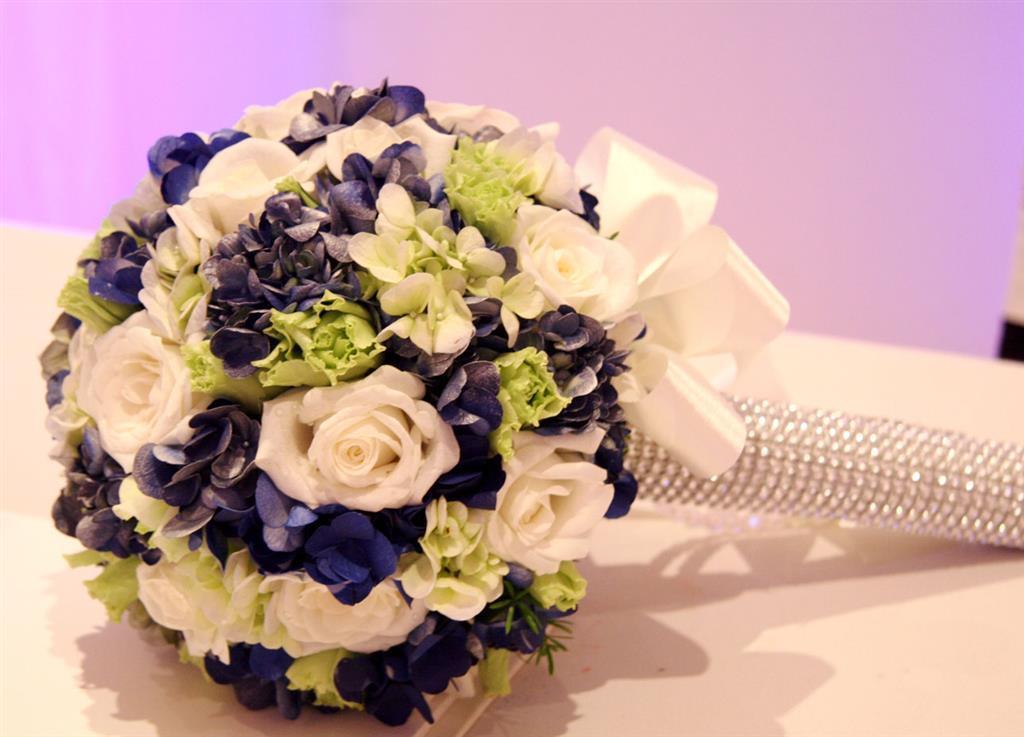 Dịch vụ cưới hỏi 24h trọn vẹn ngày vui chuyên trang trí nhà đám cưới hỏi và nhà hàng tiệc cưới | Hoa cầm tay cô dâu tông trắng xanh