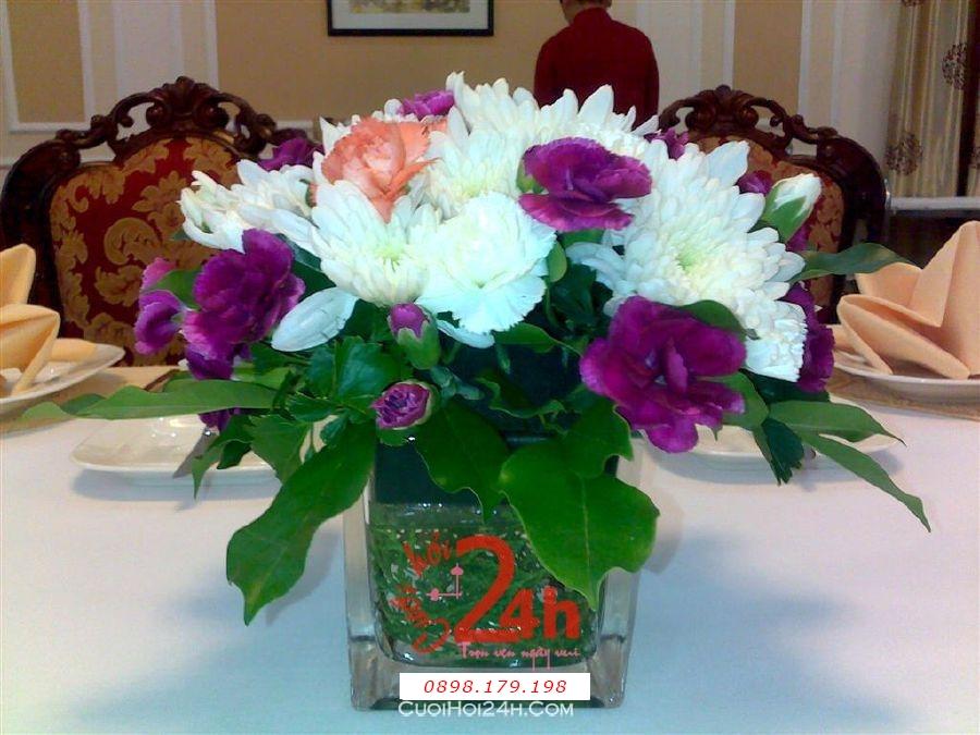 Dịch vụ cưới hỏi 24h trọn vẹn ngày vui chuyên trang trí nhà đám cưới hỏi và nhà hàng tiệc cưới | Hoa cúc trắng với lan tím