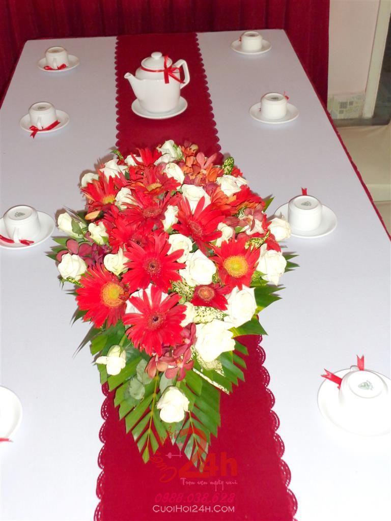 Dịch vụ cưới hỏi 24h trọn vẹn ngày vui chuyên trang trí nhà đám cưới hỏi và nhà hàng tiệc cưới | Hoa để bàn màu đỏ đẹp (2)
