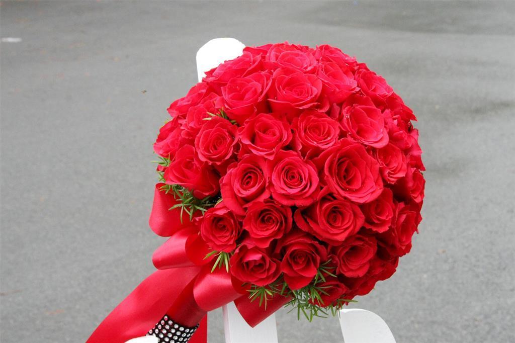 Dịch vụ cưới hỏi 24h trọn vẹn ngày vui chuyên trang trí nhà đám cưới hỏi và nhà hàng tiệc cưới | Hoa hồng đỏ rực rở