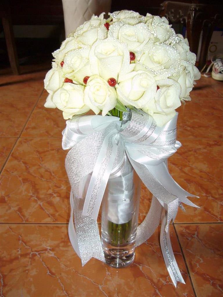 Dịch vụ cưới hỏi 24h trọn vẹn ngày vui chuyên trang trí nhà đám cưới hỏi và nhà hàng tiệc cưới | Hoa hồng trắng bó tròn