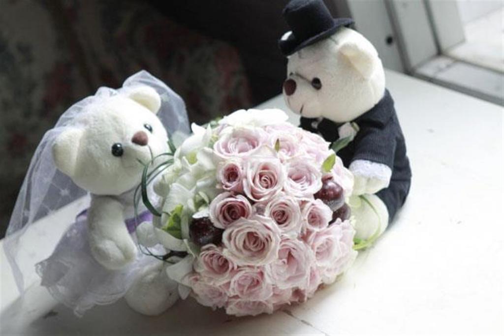 Dịch vụ cưới hỏi 24h trọn vẹn ngày vui chuyên trang trí nhà đám cưới hỏi và nhà hàng tiệc cưới | Hoa hồng trắng và gấu bông