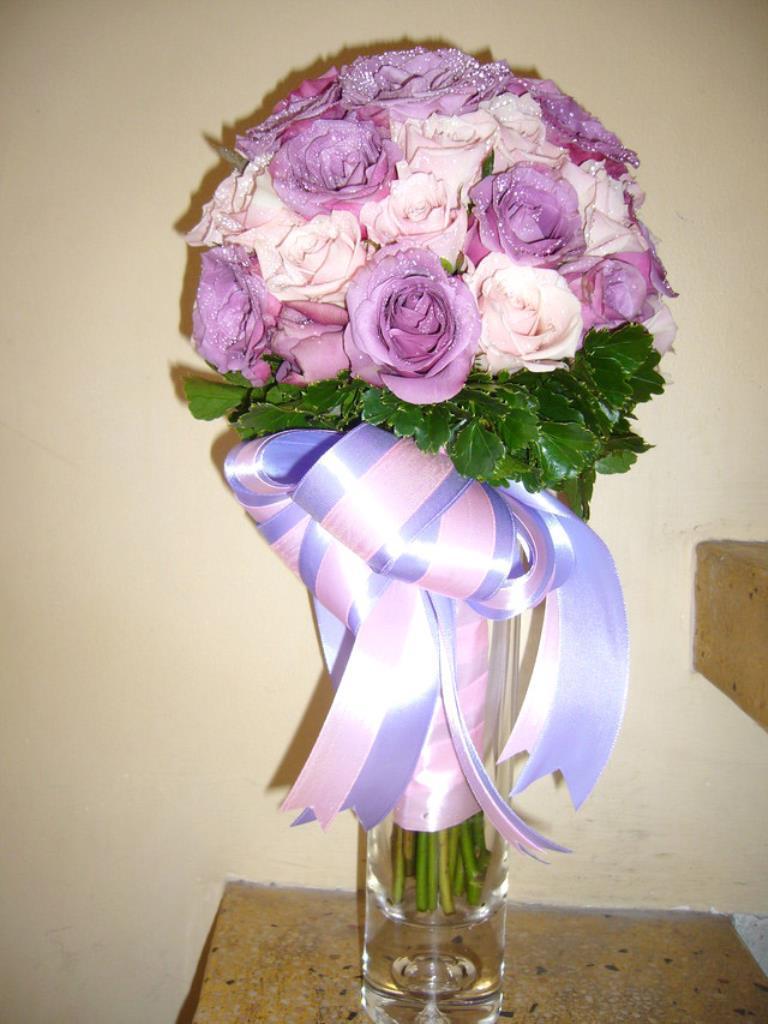 Dịch vụ cưới hỏi 24h trọn vẹn ngày vui chuyên trang trí nhà đám cưới hỏi và nhà hàng tiệc cưới | Hoa hồng trắng với hoa hồng tím bó tròn