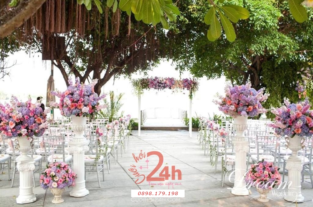 Dịch vụ cưới hỏi 24h trọn vẹn ngày vui chuyên trang trí nhà đám cưới hỏi và nhà hàng tiệc cưới | Trang trí tiệc cưới ngoài trời với hoa tươi lãng mạn