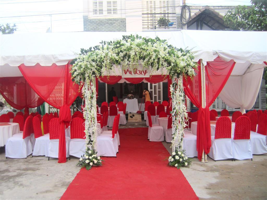 Dịch vụ cưới hỏi 24h trọn vẹn ngày vui chuyên trang trí nhà đám cưới hỏi và nhà hàng tiệc cưới | Khung rạp tông trắng đỏ sang trọng