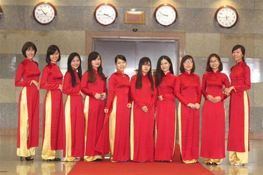Dịch vụ cưới hỏi 24h trọn vẹn ngày vui chuyên trang trí nhà đám cưới hỏi và nhà hàng tiệc cưới | Lễ tân nữ sare 3