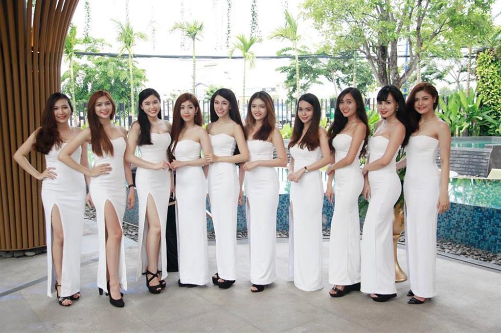 Dịch vụ cưới hỏi 24h trọn vẹn ngày vui chuyên trang trí nhà đám cưới hỏi và nhà hàng tiệc cưới | Lễ tân nữ